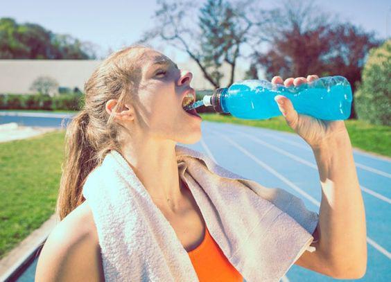 11 alimentos saludables que en realidad te hacen engordar - Bebidas energéticas