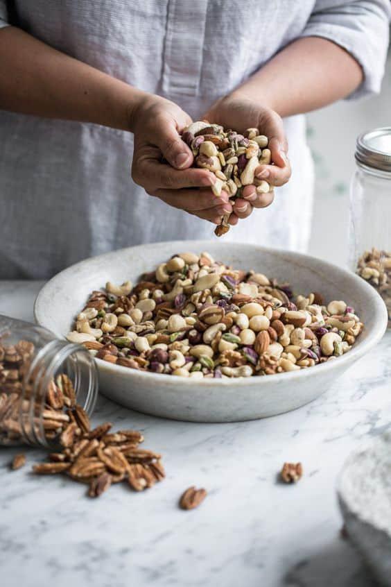 9 alimentos sanos que no debes consumir en exceso - Frutos secos