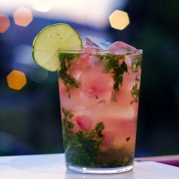 5 bebidas que te ayudarán a quemar grasa y subir tus defensas - Té de toronja
