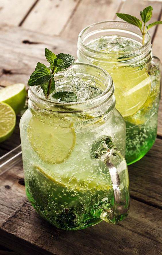 Deliciosas recetas de bebidas Detox con limón - Smoothie de hierbabuena y limón