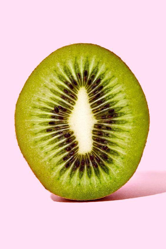 Los grandes beneficios del kiwi y porqué deberías consumirlo - Contiene el 100% de la vitamina C que necesitas