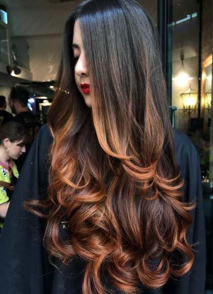 Los mejores cortes y tintes de cabello para cara redonda - En capas