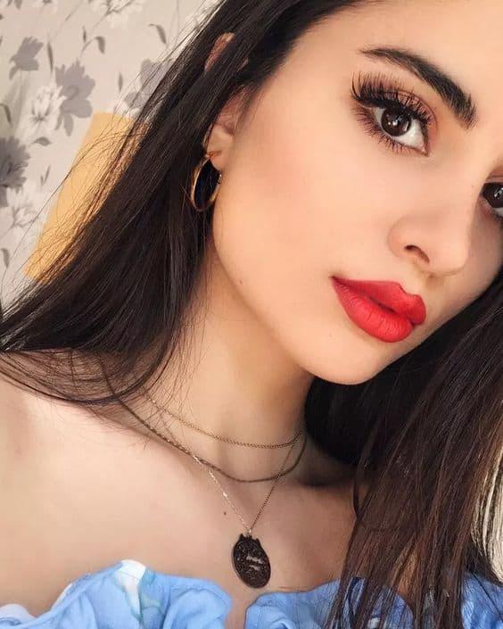 Errores que cometes al maquillar tus labios - Labios resecos