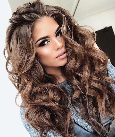 Errores en tu pelo que te hacen ver más grande - Peinados súper marcados
