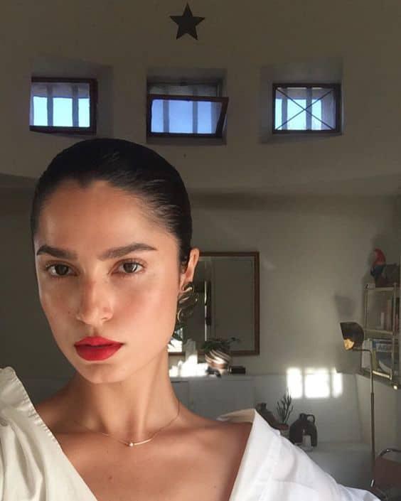 Consejos para lograr hacer bonita tu piel en la cruda - ¡Usa maquillaje!