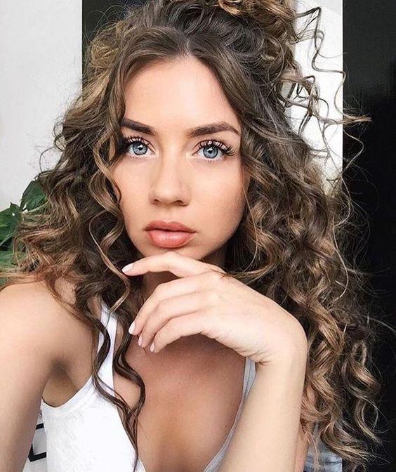 Razones por las que debes de amar tu cabello chino - Existen looks que sólo te van a ti