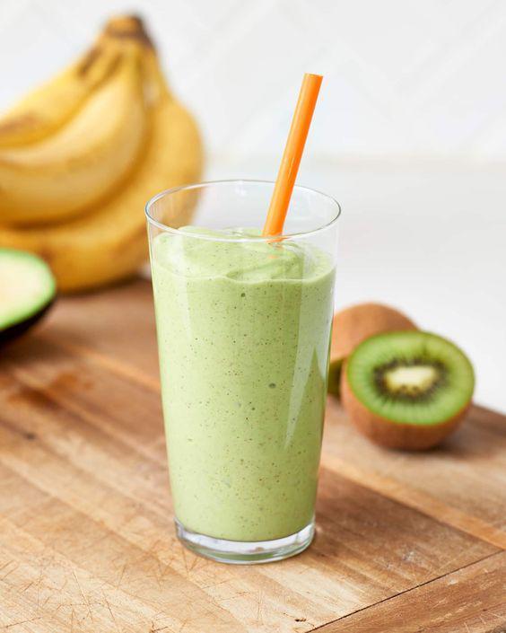 Deliciosos smoothies de kiwi que debes probar - Smoothie de kiwi y plátano