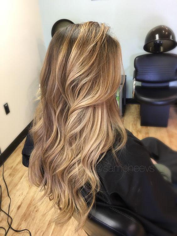 Descubre aquí el tono perfecto de cabello ideal para tu tipo de piel - Rubio cálido