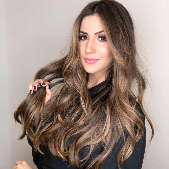 Descubre aquí el tono perfecto de cabello ideal para tu tipo de piel - Castaño Frío