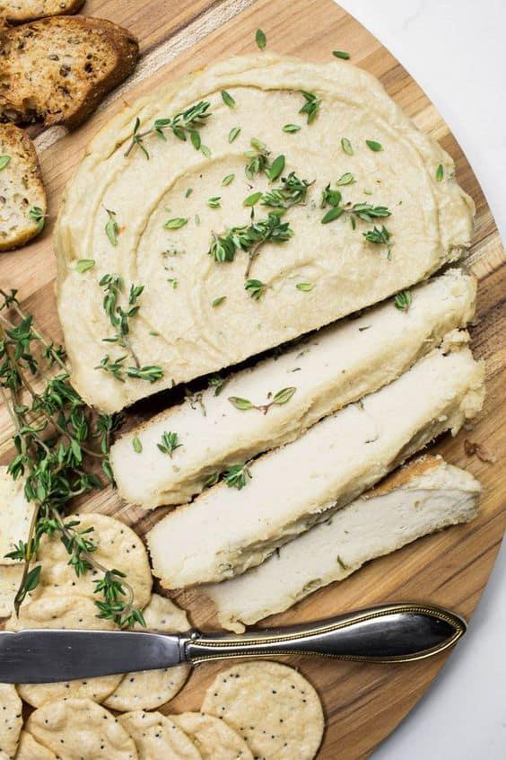 8 Snacks con menos de 100 calorías - Galletas saladas con queso