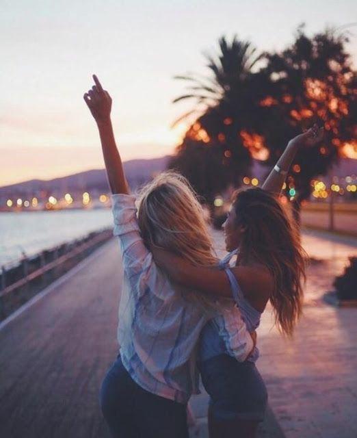 Señales de que tu mejor amiga es una persona tóxica - Tiene problemas con como pasas tu tiempo