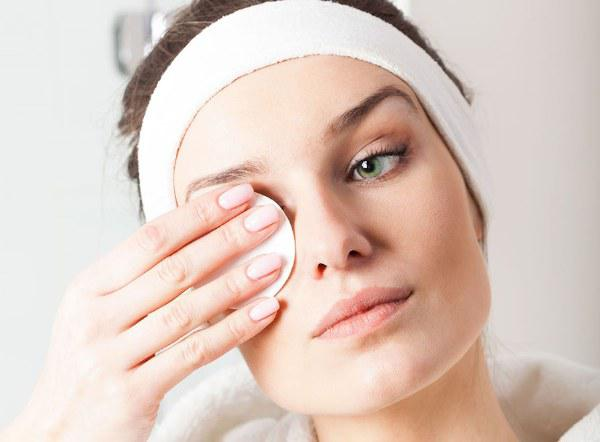 12 consejos para cuidar tu piel del frío que te encantaran - Limpia tu piel sin exagerar