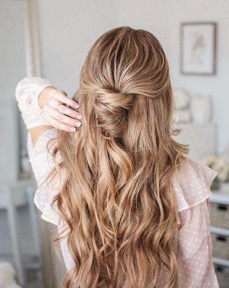 """Formas de usar correctamente un """"dry shampoo"""" para lucir espectacular - Aplícalo de la forma correcta"""