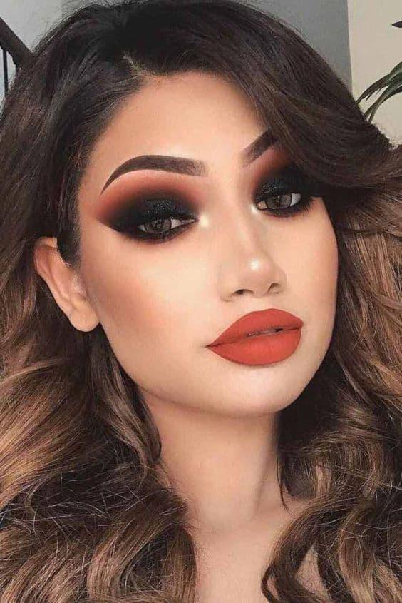 Errores comunes que cometes con tu maquillaje de noche - Ojos de mapache