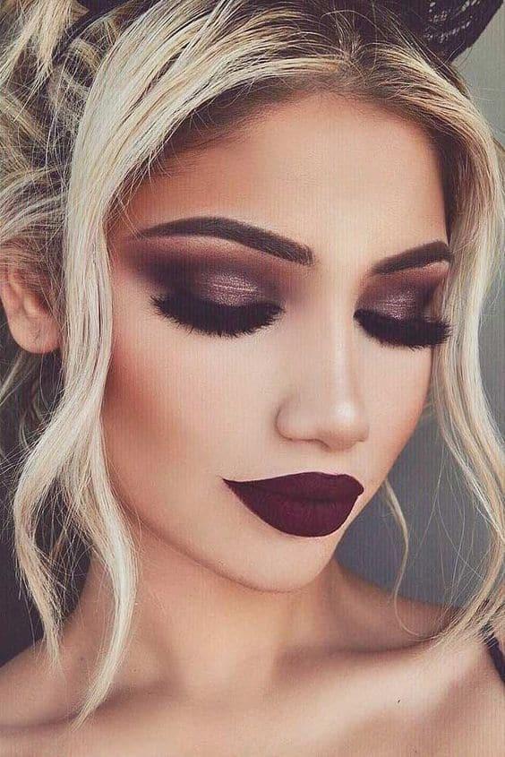 Errores comunes que cometes con tu maquillaje de noche - No usar fijador