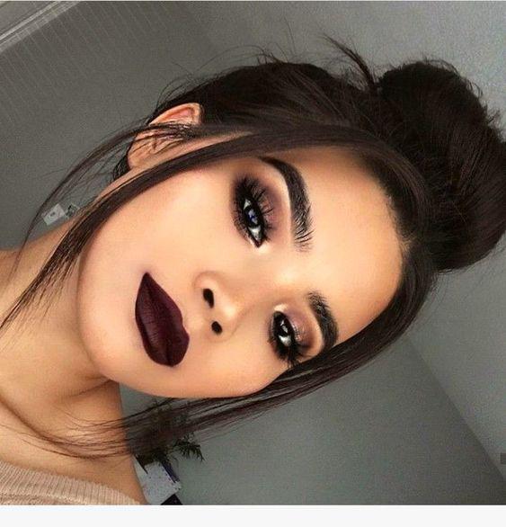 Errores comunes que cometes con tu maquillaje de noche - Saturarte de color
