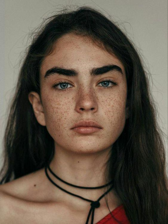 Errores que cometes al maquillar tus cejas y tips que luzcan perfecta - Peínalas