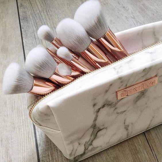 señales que indican que tu maquillaje es de mala calidad - La cremosidad de tu lipstick