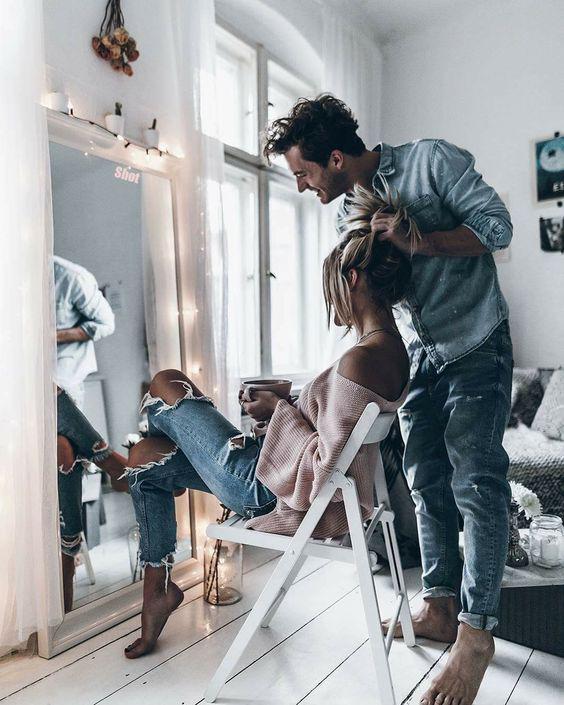 10 peleas de pareja que NO son normales - Celular y/o redes sociales