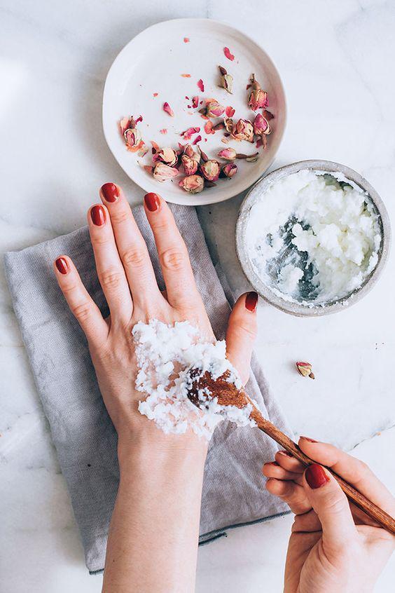 Remedios caseros para humectar las manos - Aceite de almendras