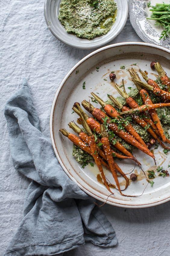 8 Snacks con menos de 100 calorías - 8 Zanahorias con hummus