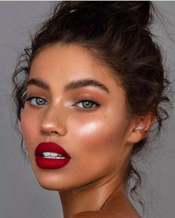 Beneficios de usar un primer luminoso de maquillaje - Piel extra lisa