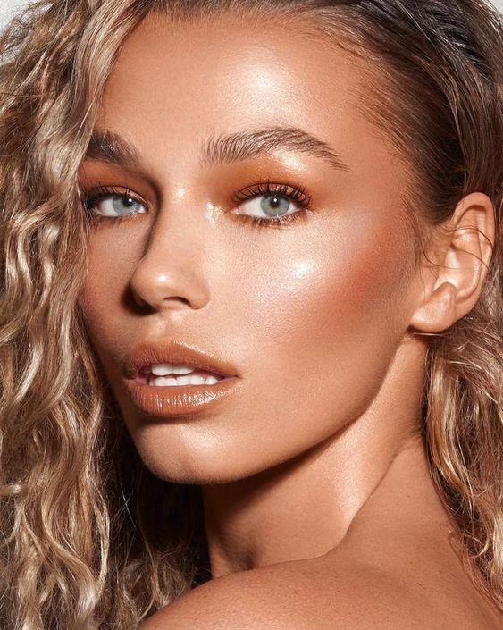 Beneficios de usar un primer luminoso de maquillaje - Unifica el tono de la piel