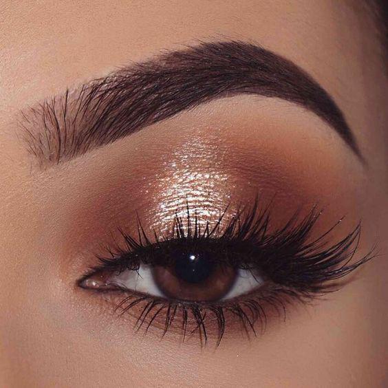 Maquillaje para lucir súper cool con cubrebocas - Un poco de brillo