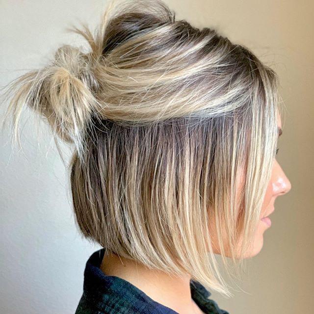 ideas de peinados para cabello corto - Media coleta con scrunchies