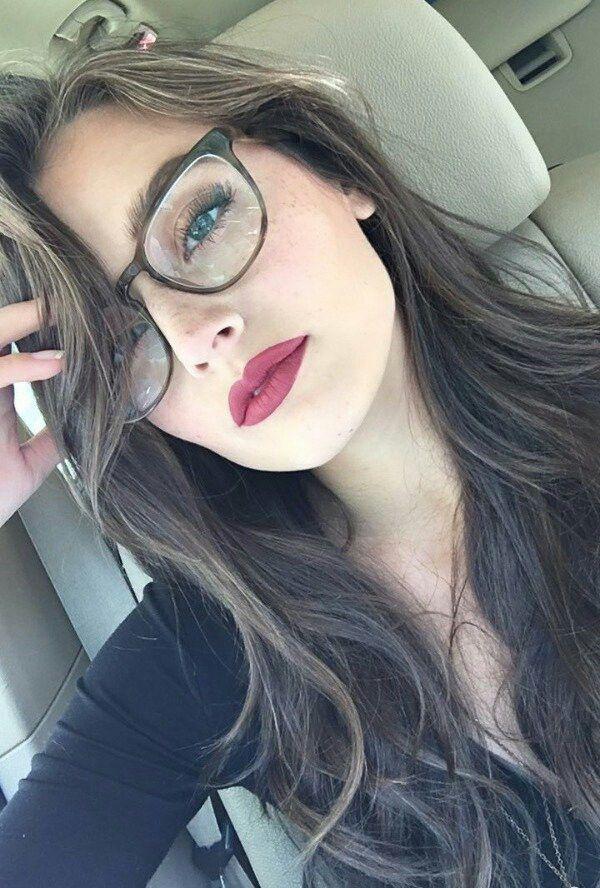 Tips de maquillaje para aquellas que usan lentes - Elige sombras neutras