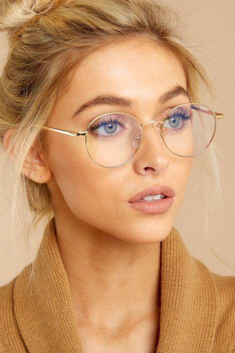Tips de maquillaje para aquellas que usan lentes - Look natural