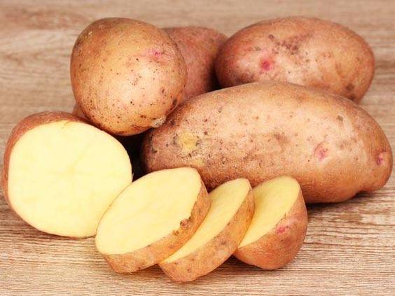 Los cinco mejores remedios caseros para atenuar las bolsas de los ojos - Patata