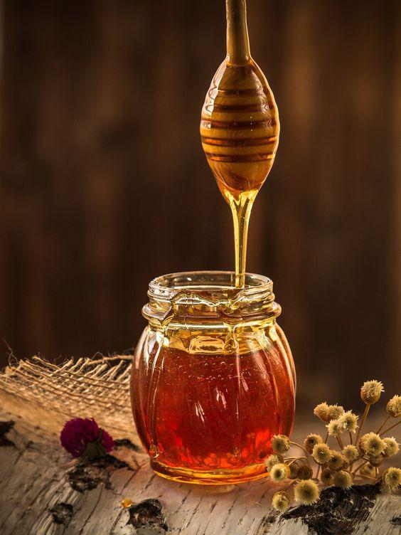 Tónicos naturales para refrescar tu rostro - Miel de abeja natural