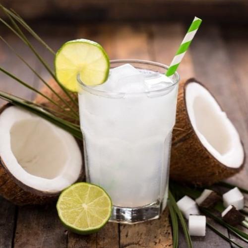 10 alimentos que te ayudarán a bajar la tensión arterial - Agua de coco