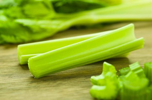 10 alimentos que te ayudarán a bajar la tensión arterial - Apio