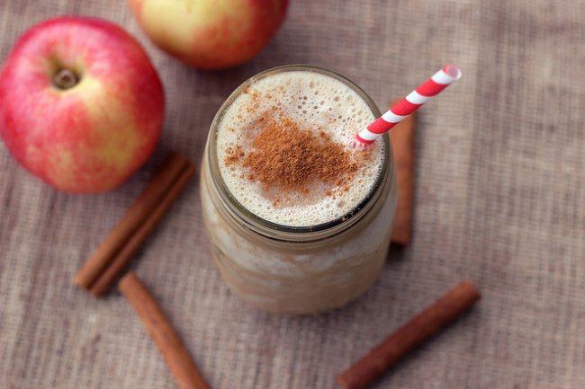 Jugos naturales para la gastritis (naturales y efectivos) - Jugo de manzana con coco