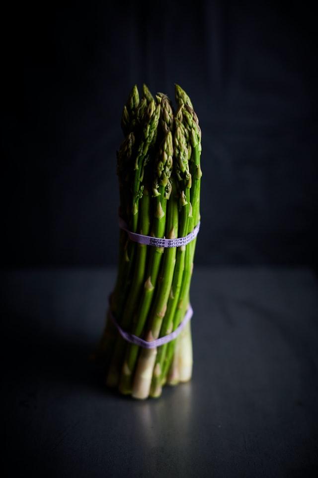 Alimentos que ayudan a calmar la ansiedad y el estrés - Espárragos
