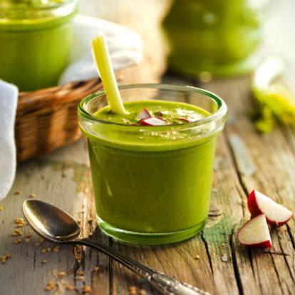 Recetas con pepino ligeras y saciantes - Gazpacho verde a la albahaca