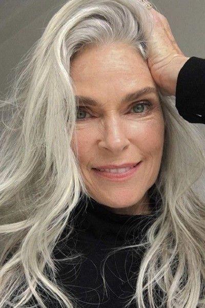 Tres motivos por los que no hace falta que te tiñas las canas - El cabello gris es la nueva tendencia