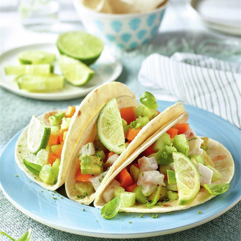 Recetas con pepino ligeras y saciantes - Tacos con pipirrana de lubina