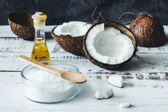 Remedios caseros para la caspa - Aceite de coco y jugo de limón