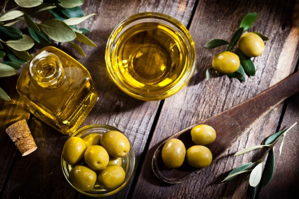 Remedios naturales para tratar la caída del cabello - Aceite de oliva