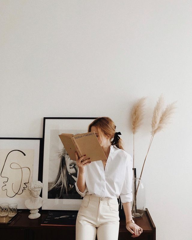 ideas de poses para fotos sin mostrar la cara - Libros