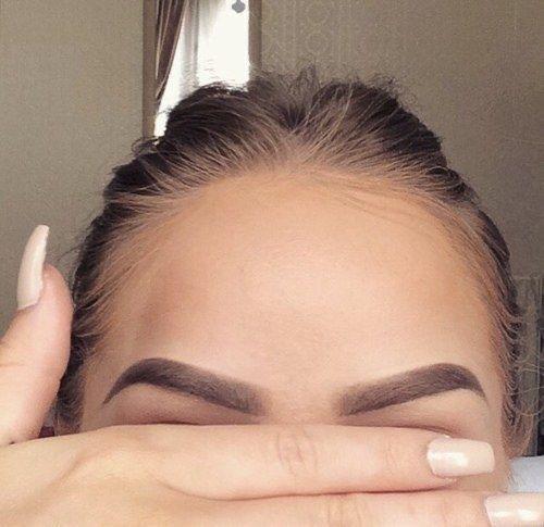 Cómo aplicar aceite de ricino en las cejas - Vitaminas