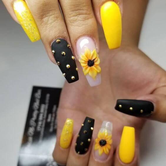 Ideas de uñas de girasol negras - Negras intercaladas