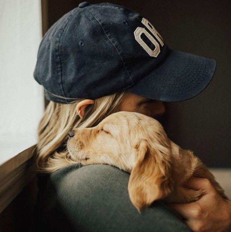 Ideas para tomarte fotos con tu perrito - Abrazo de mamá