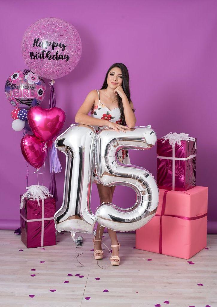 Poses para fotos de cumpleaños con globos - En un Estudio