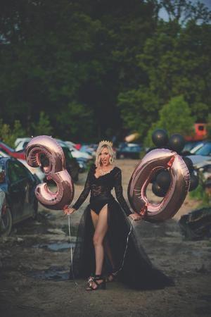 Poses para fotos de cumpleaños con globos - Darks