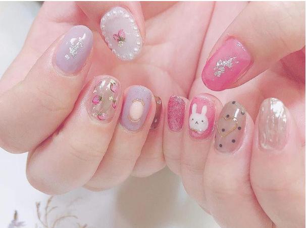 Diseños para uñas cortas súper fáciles - Legally Blonde