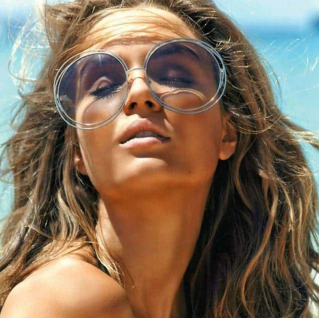 Ideas de poses para selfies - Sunglasses
